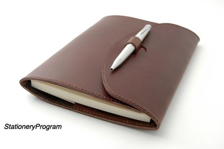 ノートカバーも持ち物としての「引き立て文具」